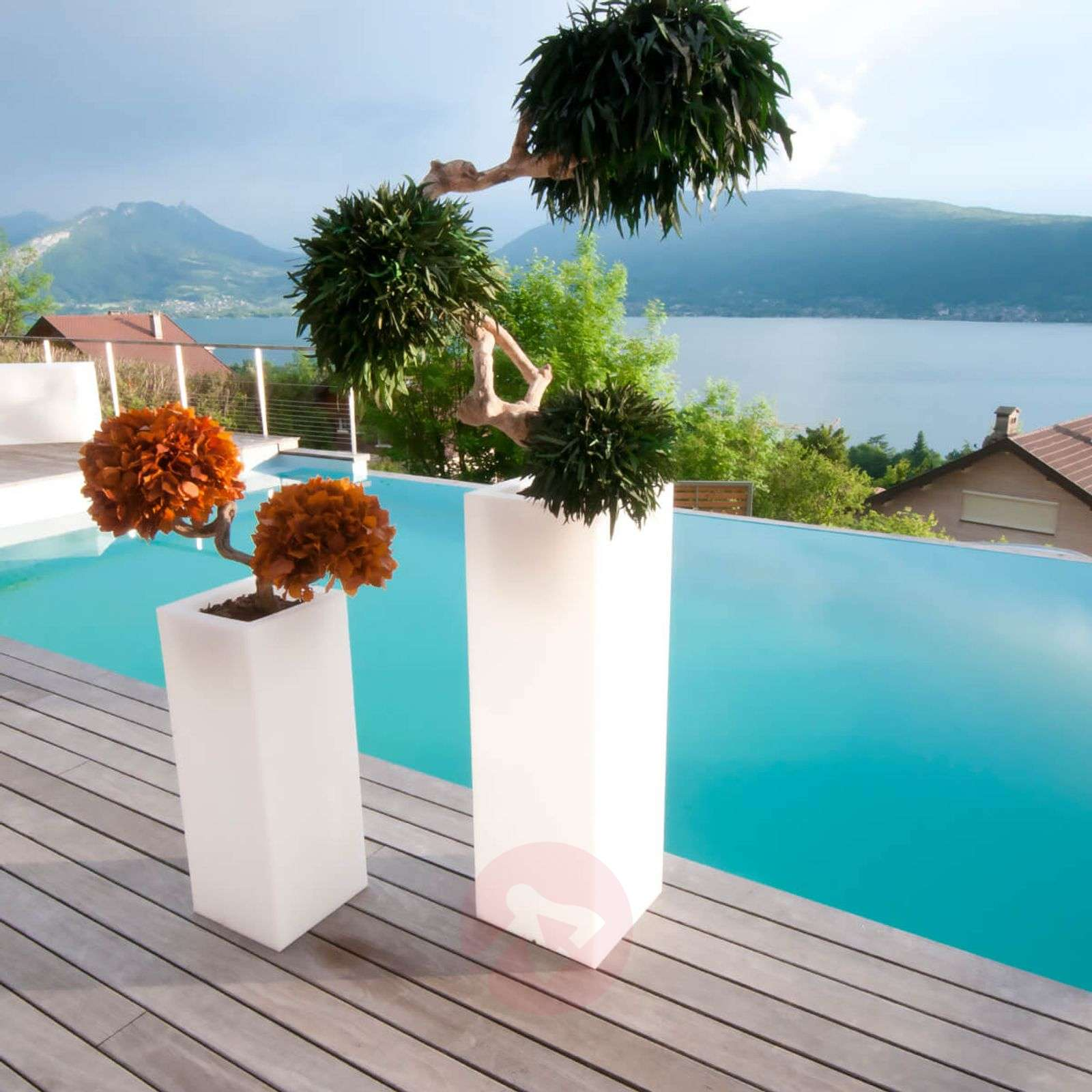 App-controllable LED flower pot Mambo 77 cm-8590046-01