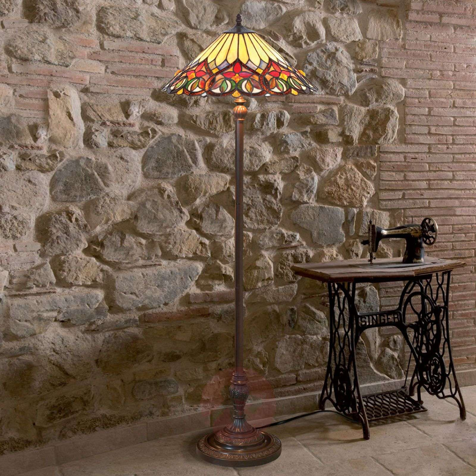 Appealingly-designed floor lamp Anni-1032334-01