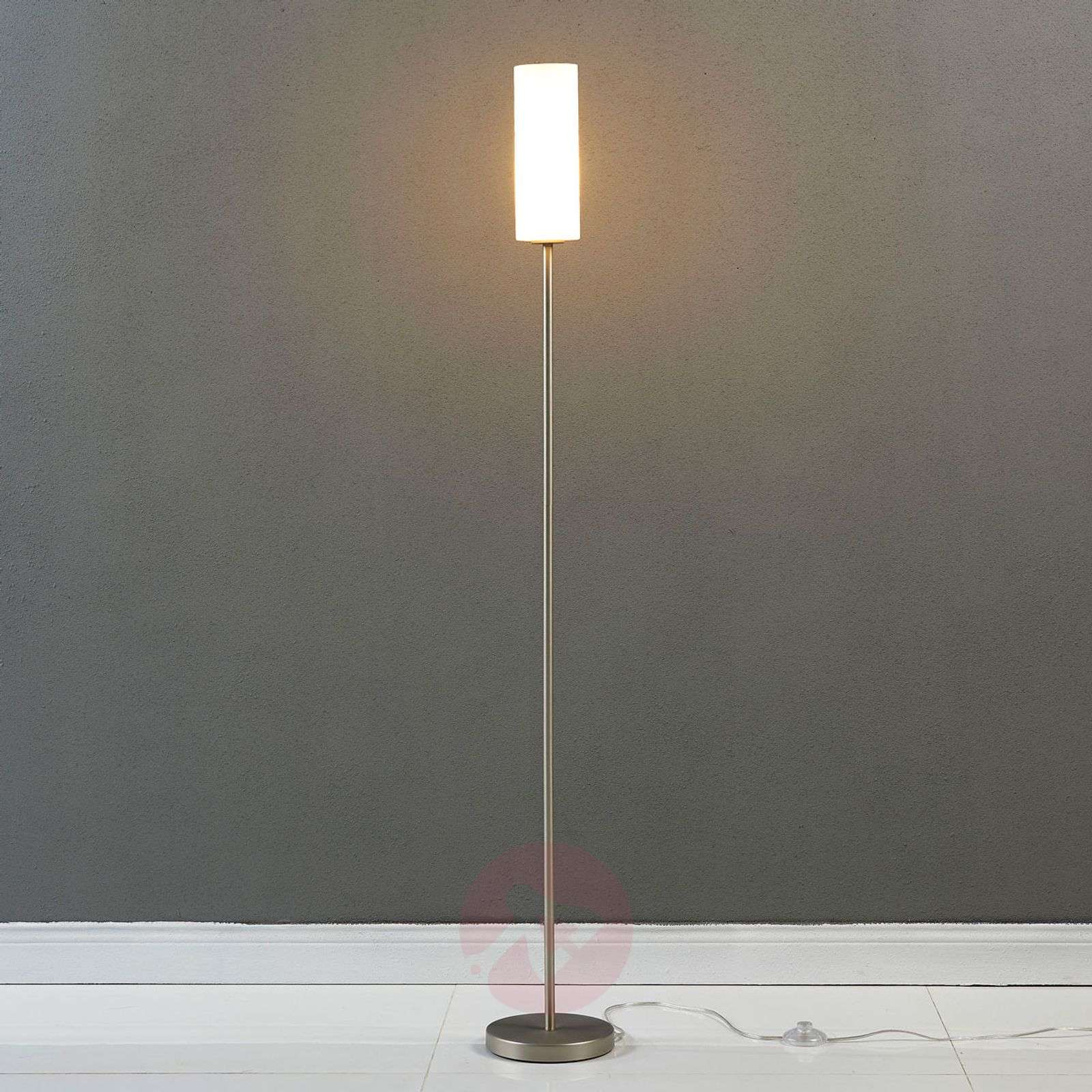 new arrival 13c46 3167f Discreet floor lamp Vinsta with slim glass shade