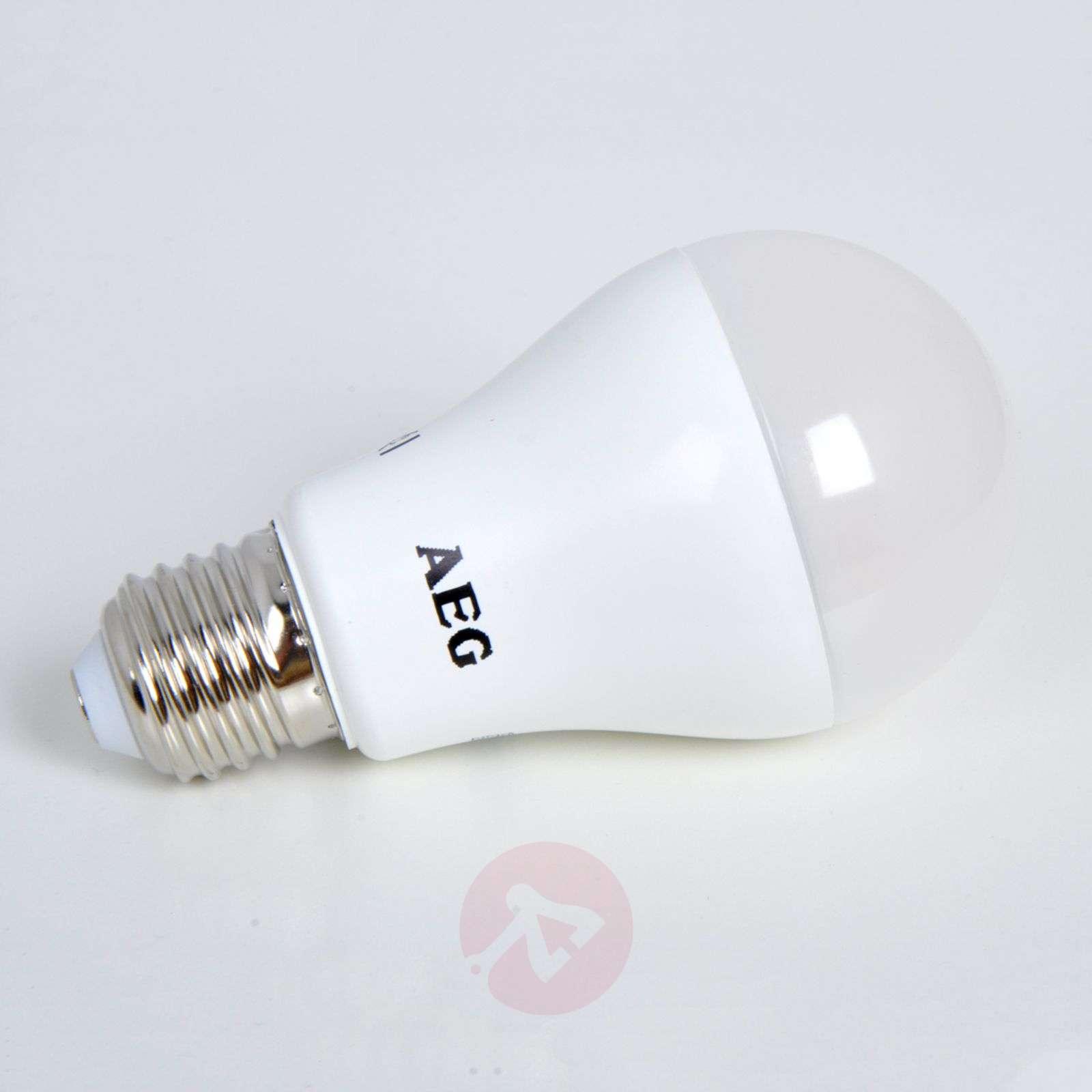 E27 17W 827 LED lamp, matt-1558005-03