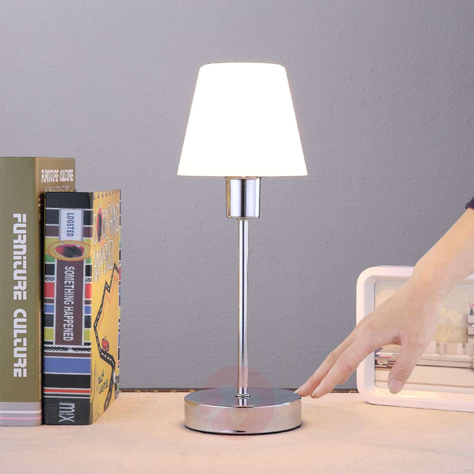 Elegant table lamp Sascha with a glass lampshade-9620820-01