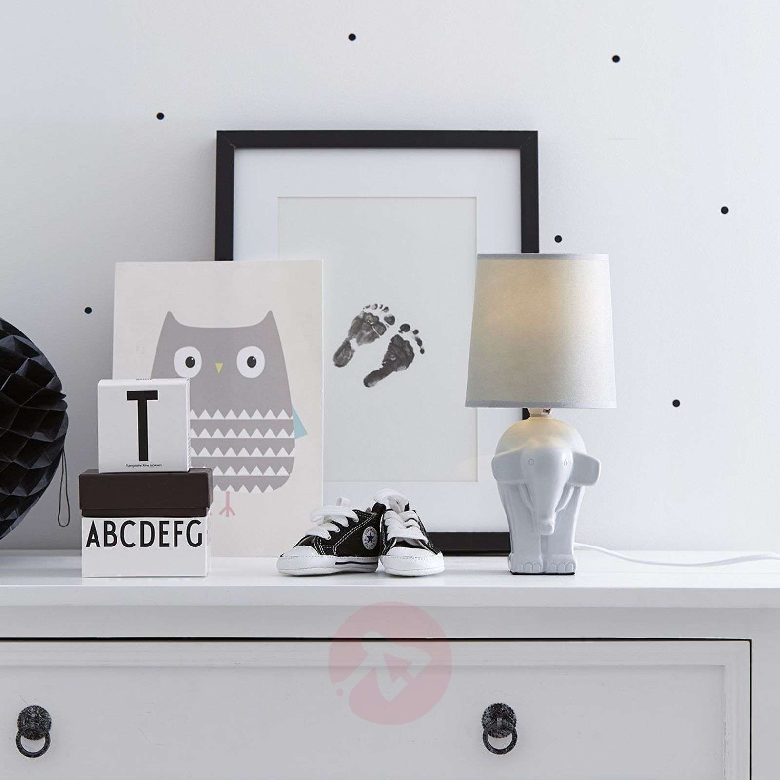 Elephant a sweet table lamp in white-6505571-01