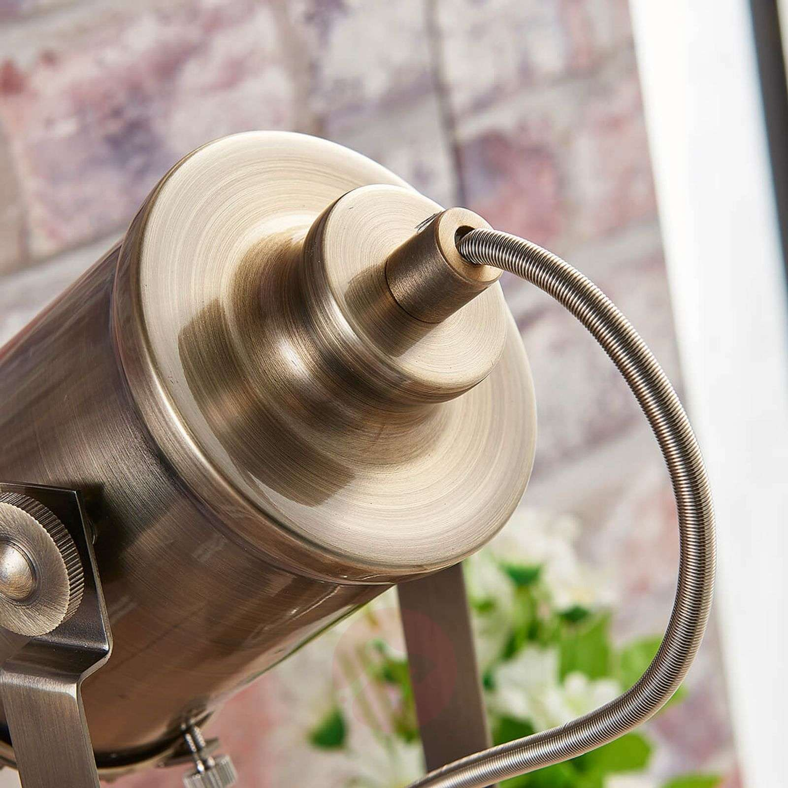 Industrial-looking table lamp Ebbi, antique brass-9621273-02