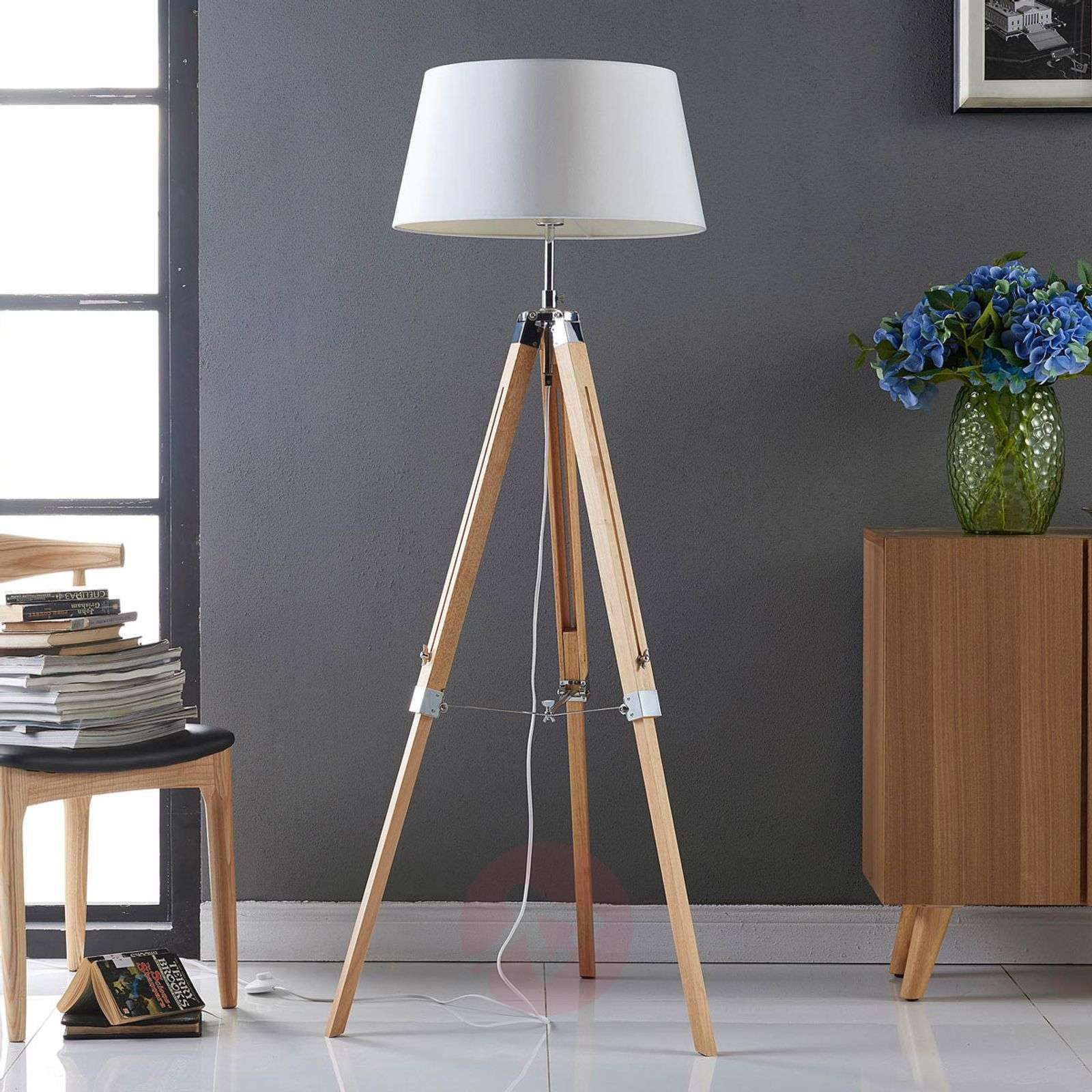 Katie floor lamp with a three-legged wooden stand-9621011-02