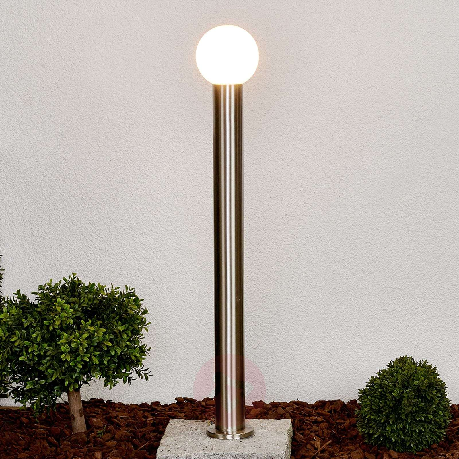 Path light Tomma with a spherical lampshade-9977017-09