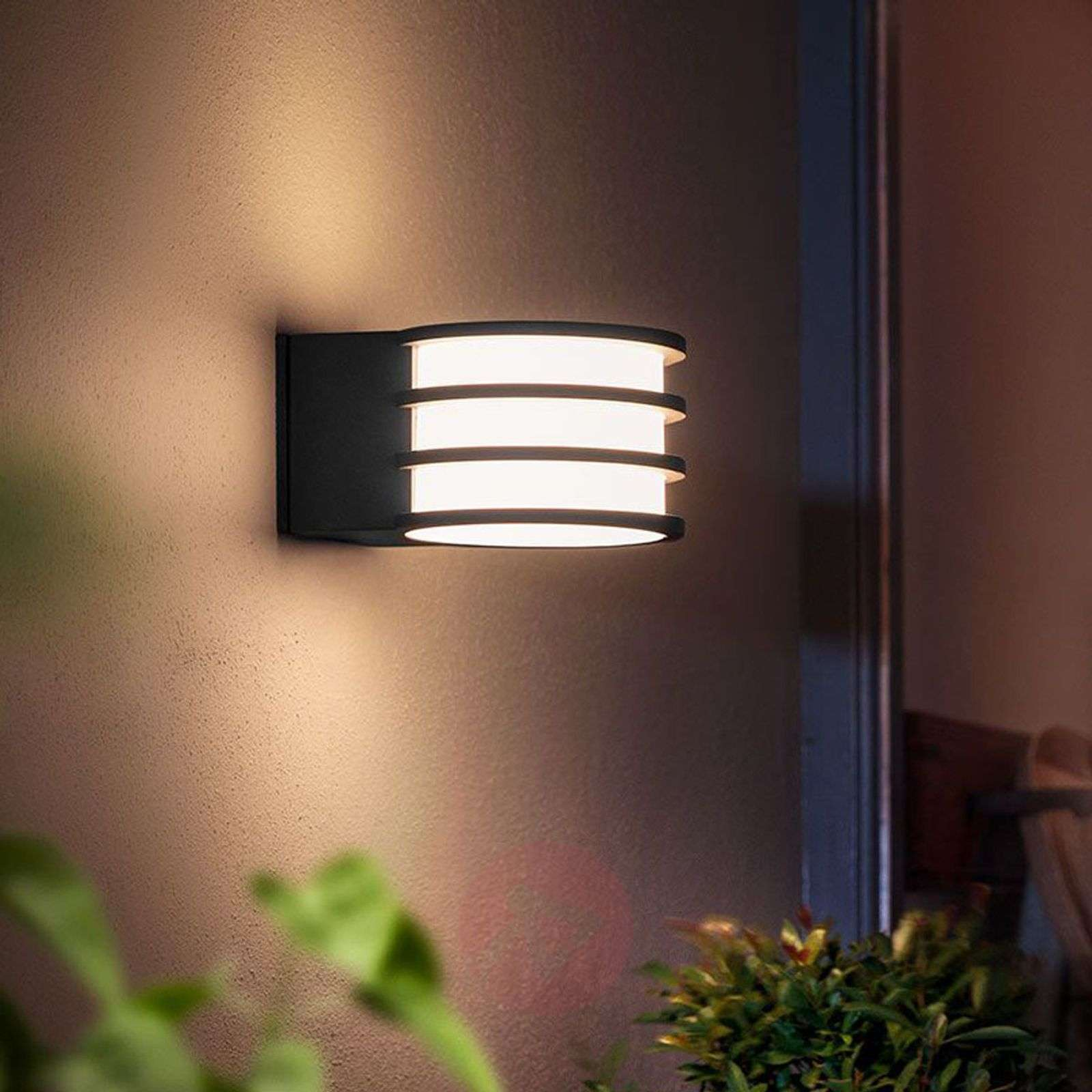 Philips Lampen Hue : Philips hue lucca led outdoor wall lamp lights ie