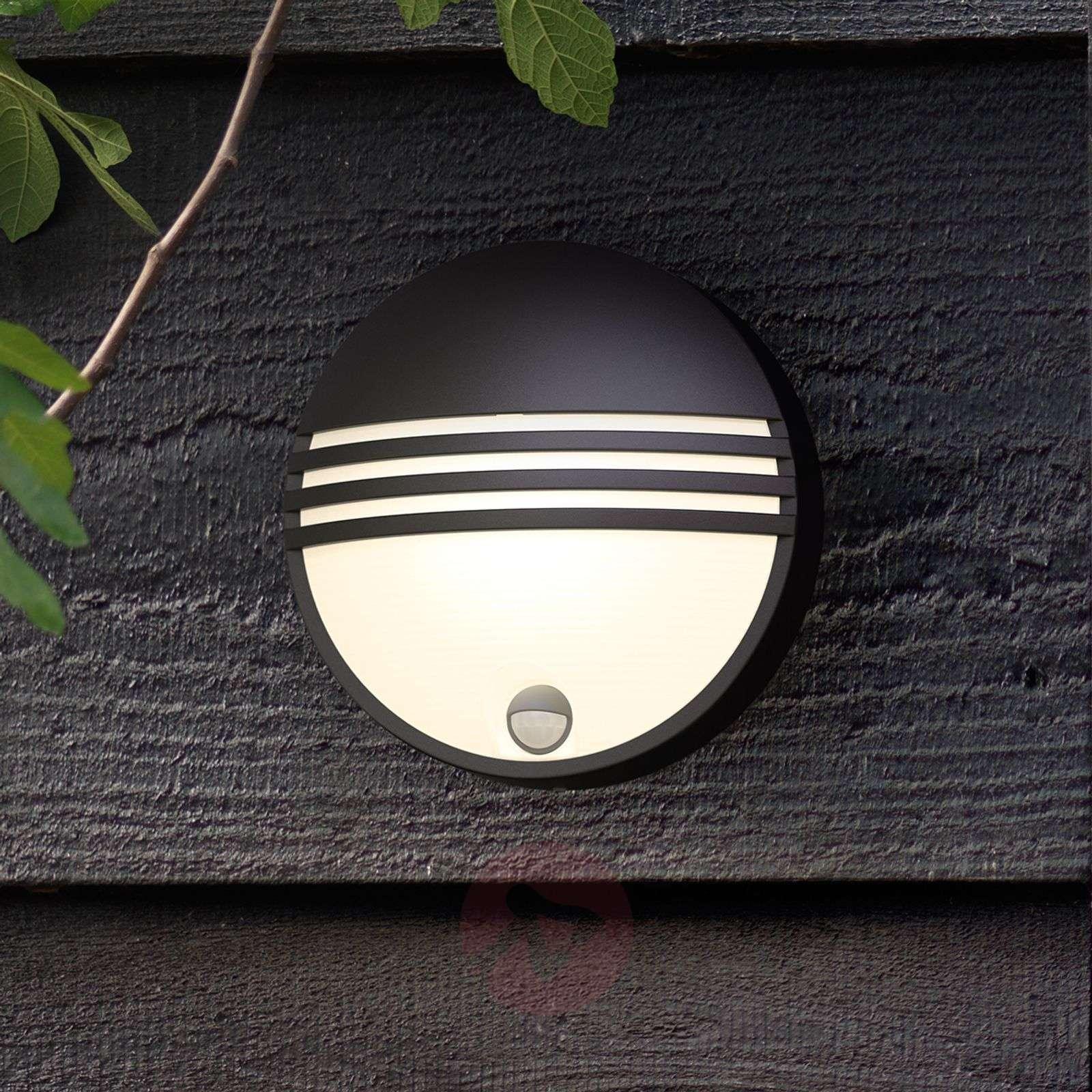 Philips Yarrow LED outdoor wall light with sensor-7531793-01