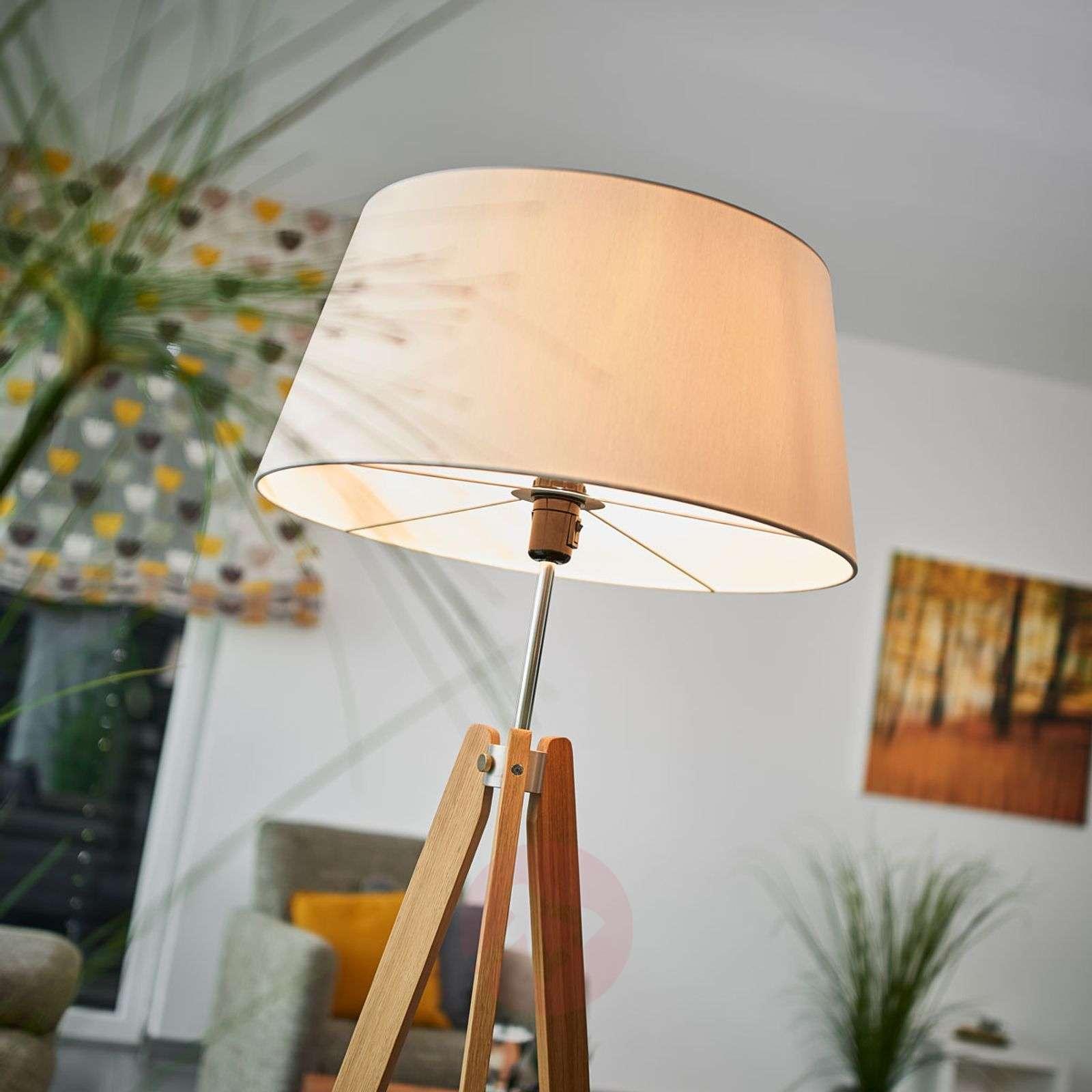 Textile floor lamp Thea with an oak frame-6722431-01
