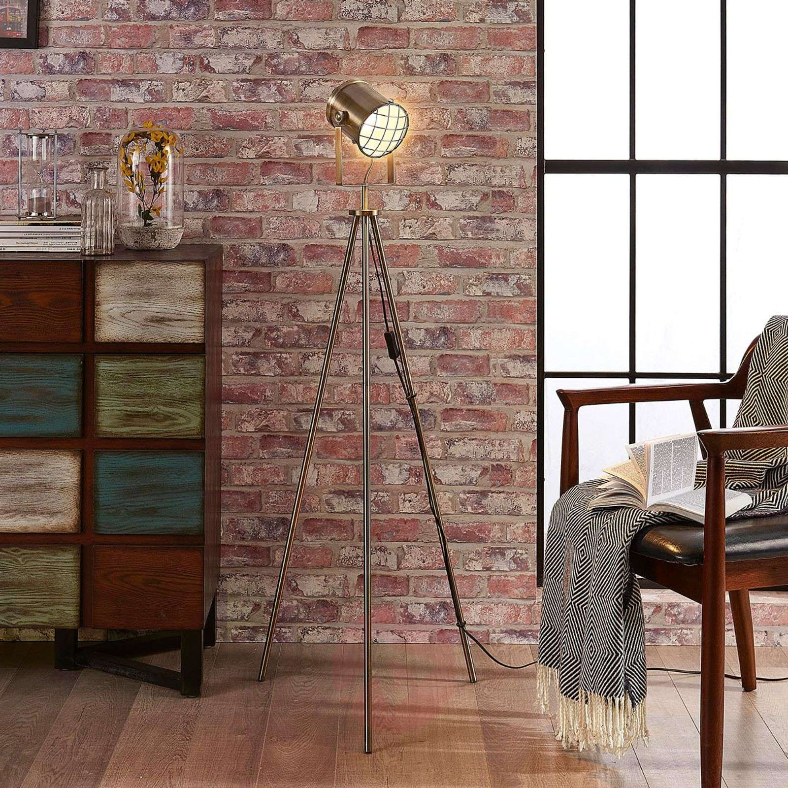 Tripod floor lamp Ebbi in industrial style-9621232-02