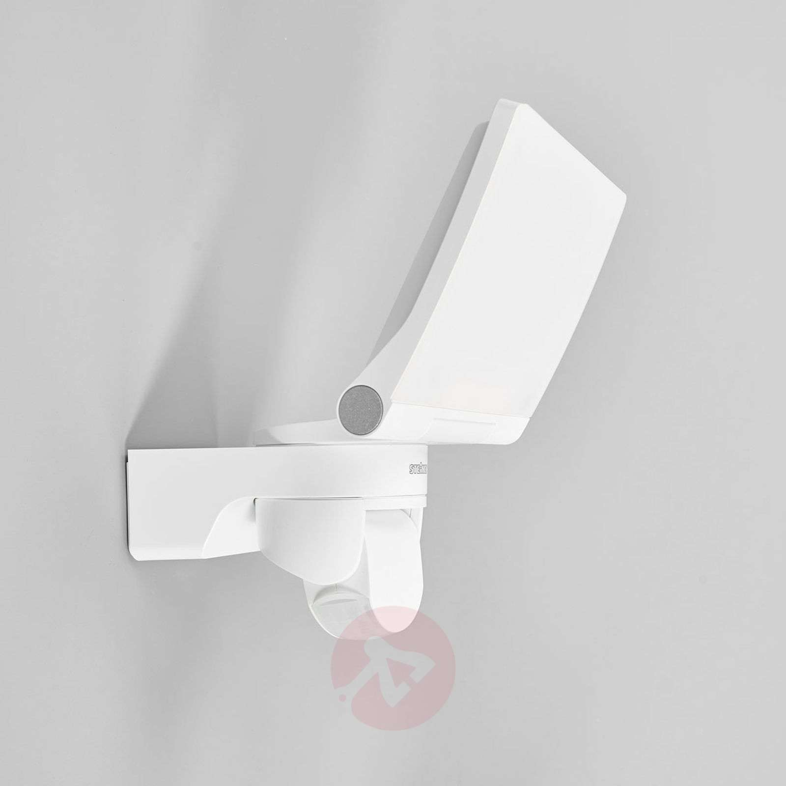 XLED Home 2 LED outdoor wall light in white-8505692-01