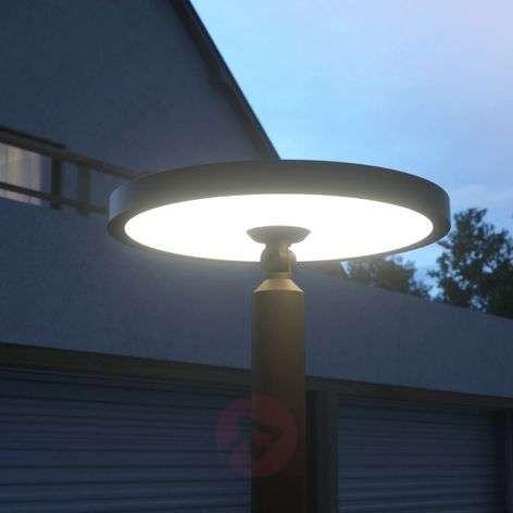 Akito modern LED post light