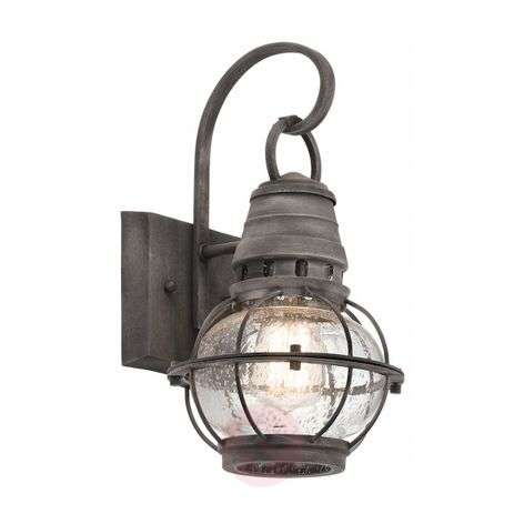 Beautifully designed Bridge Point wall lantern