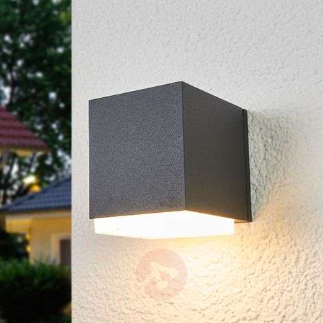 Bega cube-shaped outdoor wall lamp Ben, downwards