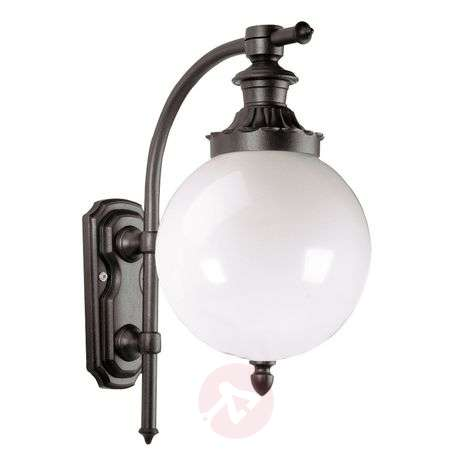 Classic outdoor wall light Madeira
