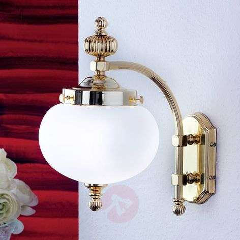 Delia brass wall light, one-bulb