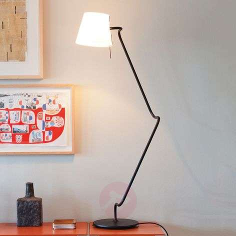 Elane - innovative table lamp with rotary joints