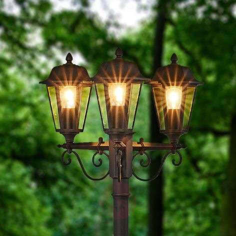 Elegant three-bulb post light Lamina