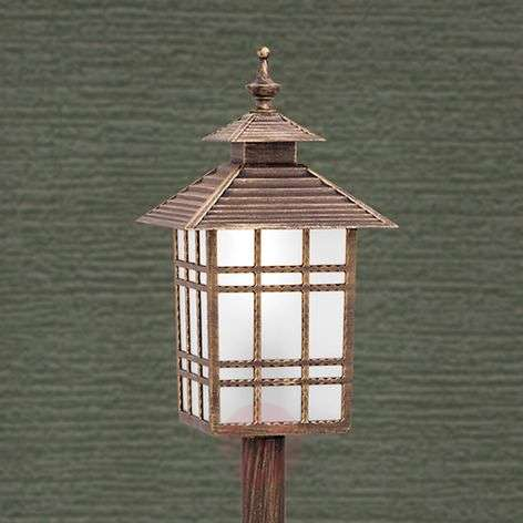 Ilka Path Light Traditional in Lantern Shape