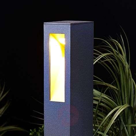 Jenke straight line LED pathway light