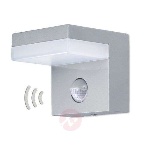 LED outdoor wall light with sensor, 800 lumens