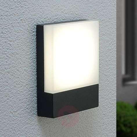 Perfectly-shaped LED outdoor wall light Mina