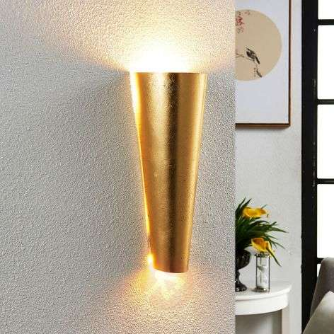 Perfectly shaped LED wall light Conan in gold