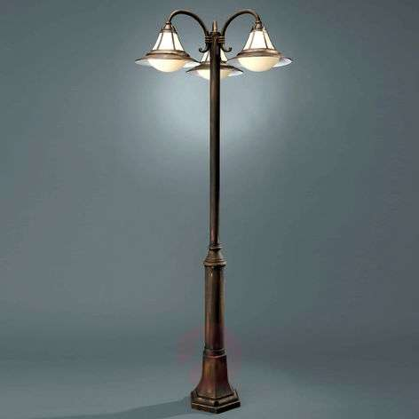 Stylish three-bulb post light Sofia