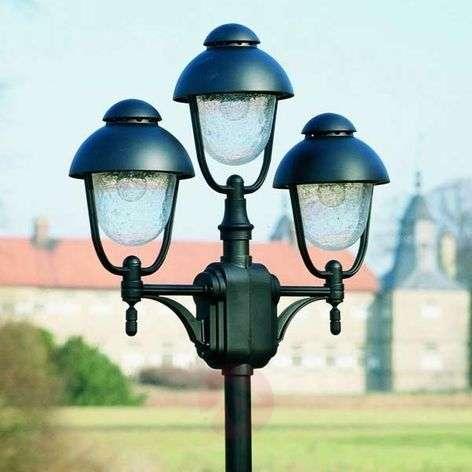 Three-bulb post light 698