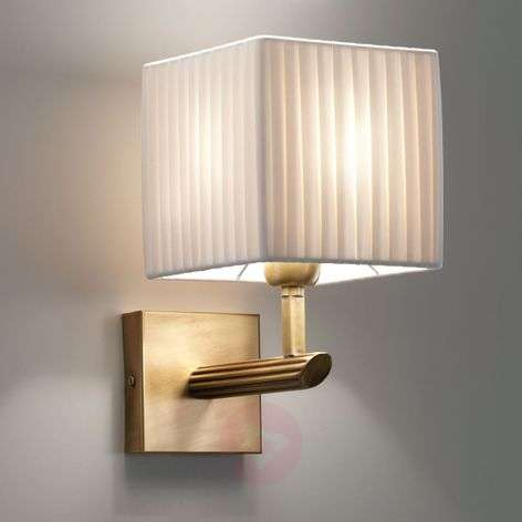 Warm light with the Imperial wall light