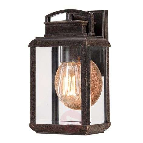 With a vintage look - Lyndon outdoor wall light